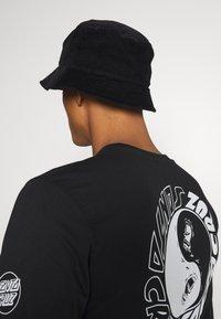 Santa Cruz - SCREAM YING YANG UNISEX - Camiseta de manga larga - black - 4