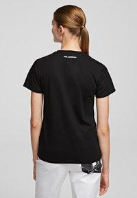KARL LAGERFELD - Print T-shirt - black - 1