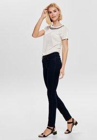 ONLY - ONLRILEY BLING - Print T-shirt - cloud dancer - 1