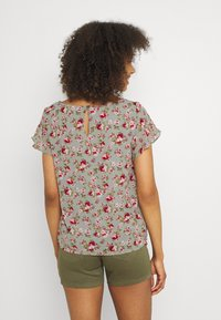 Vila - VIMILINA FLOWER - Print T-shirt - green milieu/red/pink - 2