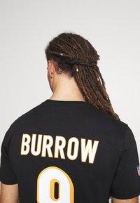 Fanatics - NFL JOE BURROW CINCINNATI BENGALS ICONIC NAME & NUMBER GRAPHIC  - Klubové oblečení - black - 4