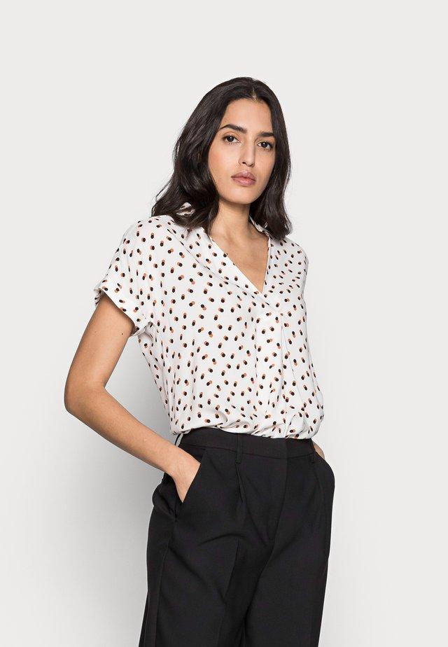 VIKSA  - T-shirt print - whisper white