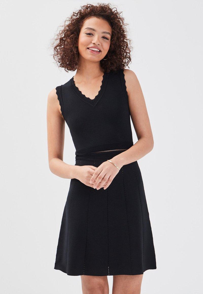 Cache Cache - Robe pull - black