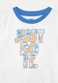 Nike Sportswear - TIDE POOL SET - T-shirt print - coast - 3