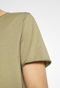 Selected Homme - SLHWYATT O NECK TEE  - T-shirt - bas - aloe - 5