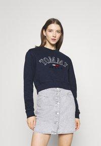 Tommy Jeans - CROP COLLEGE LOGO - Sweatshirt - twilight navy - 0
