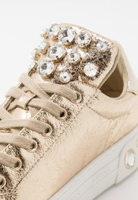 Guess - MAREY - Sneakers basse - gold - 2