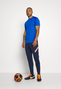 Nike Performance - DRY ACADEMY - Print T-shirt - soar/obsidian/laser crimson - 1