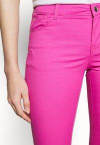 Emporio Armani - POCKETS PANT - Skinny džíny - rosa pop - 3