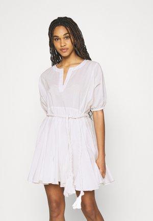 RUYA DRESS - Denní šaty - star white