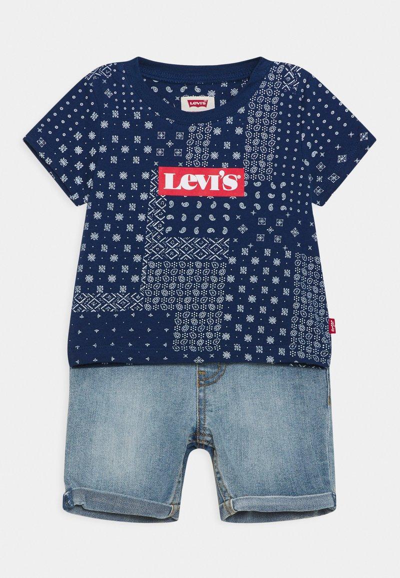 Levi's® - LVB SS DENIM SHORT SET - Triko spotiskem - estate blue