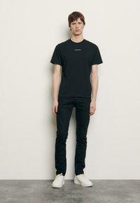 sandro - SOLID TEE UNISEX - Basic T-shirt - noir - 0