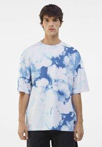 Bershka - OVERSIZED UNISEX - Print T-shirt - white - 2