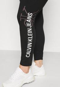 Calvin Klein Jeans Plus - PLUS VERTICAL LOGO - Leggings - Trousers - black - 3