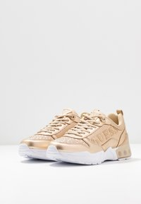 Guess - TANDEY - Joggesko - gold - 4