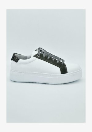 HAND MADE GENUINE  - Sneaker low - white