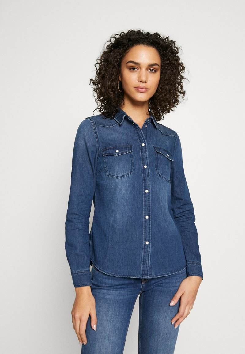 Vero Moda - VMMARIA SLIM  - Button-down blouse - medium blue denim