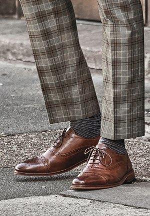 Eleganckie buty - brown