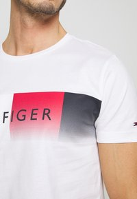 Tommy Hilfiger - TH COOL  - Print T-shirt - white - 4