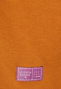 Scotch & Soda - SOFT TOUCH HIGH NECK - Sweatshirt - tobacco - 2