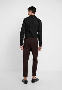 Filippa K - TERRY CROPPED PANTS - Trousers - deep shira - 2