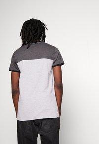 Gym King - ORIGIN PANEL - Camiseta estampada - charcoal marl/grey marl - 2