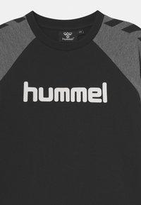 Hummel - BOYS - Top sdlouhým rukávem - black - 2