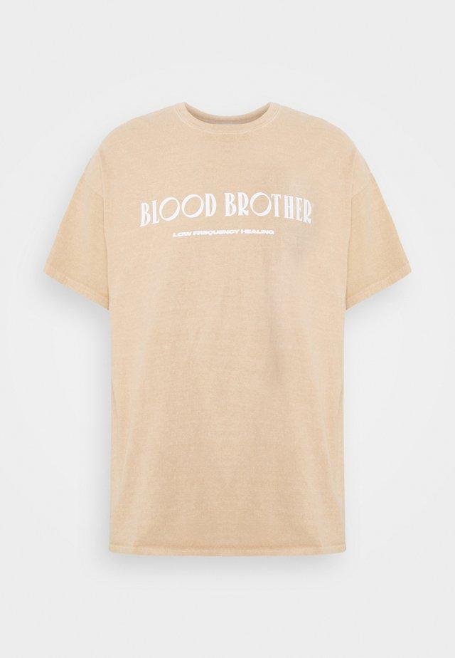 BROOKLYN BRIDGE UNISEX - T-shirts med print - sand