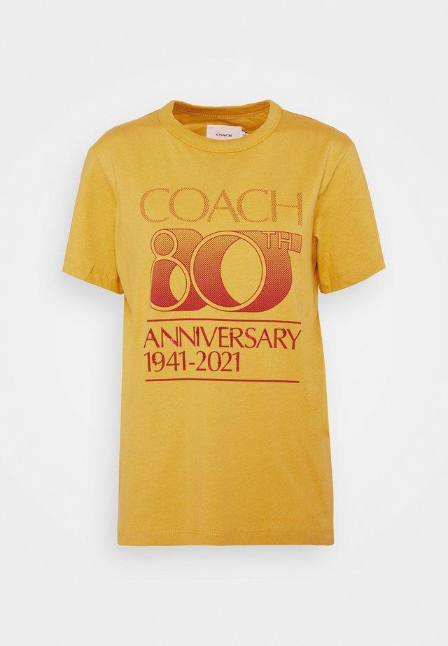 ANNIVERSARY TEE - T-shirt con stampa - antique white