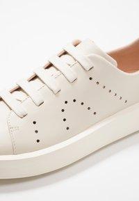 Camper - COURB - Sneakers laag - light beige - 2