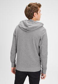 Jack & Jones - JJEHOLMEN - Huvtröja med dragkedja - mottled light grey - 2