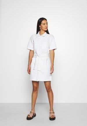 UTILITY DRESS - Robe en jean - raw white