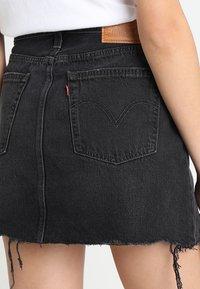 Levi's® - DECONSTRUCTED SKIRT - Denim skirt - black denim - 5