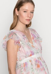Anaya with love Maternity - DEEP MIDI DRESS WITH WAISTBAND - Day dress - WHITE WATER COLOUR - 3