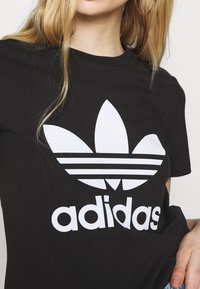 adidas Originals - TREFOIL TEE - Print T-shirt - black - 5
