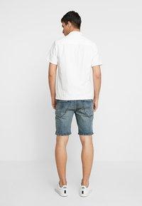 Scotch & Soda - PHAIDON - Denim shorts - sand and sea - 2