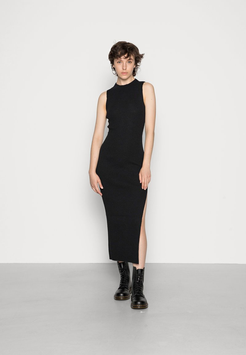 Bec & Bridge - ANOUK MIDI DRESS - Stickad klänning - black