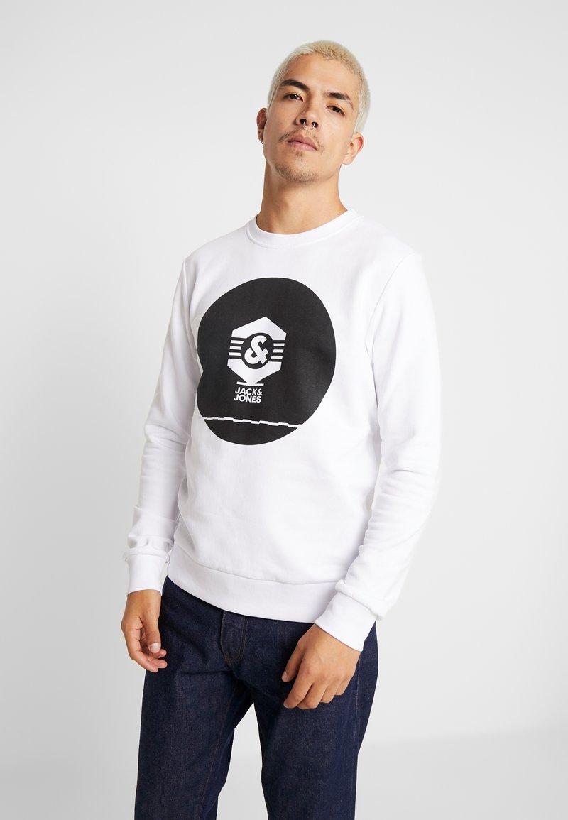 Jack & Jones - JCOKNOWN CREW NECK - Sweatshirt - white