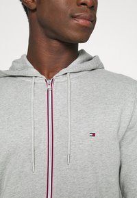 Tommy Hilfiger - CORE C ZIP HOODIE - veste en sweat zippée - grey - 5