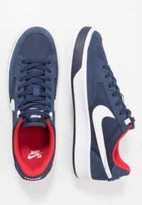 Nike SB - NIKE ADVERSARY - Skateschoenen - midnight navy/white/universal red - 1