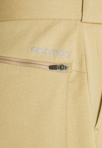 Salomon - OUTLIFE CHINO - Outdoorové kraťasy - kelp - 2