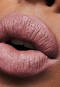 MAC - MATTE LIPSTICK - Lipstick - soar - 2