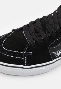 Vans - SK8 MID UNISEX - Zapatillas altas - black/true white - 5