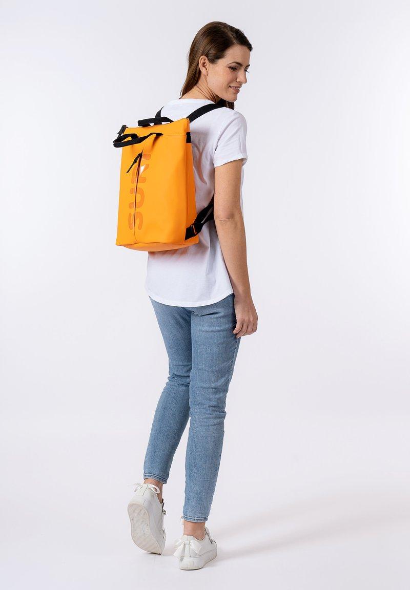 SURI FREY - Rucksack - orange