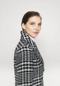 Forever New - JILLIAN HOUNDSTOOTH COAT - Classic coat - black & white - 4