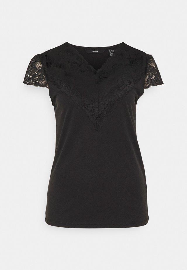 VMPHINE CAP SLEEVE - Print T-shirt - black