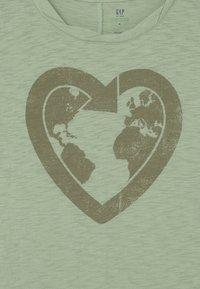 GAP - GIRL GREEN LABEL TEE - Print T-shirt - green ash - 2