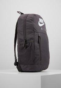 Nike Sportswear - UNISEX - Schulranzen Set - thunder grey/white - 4