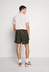 Nike Sportswear - FLOW  - Shorts - legion green/black/treeline - 2