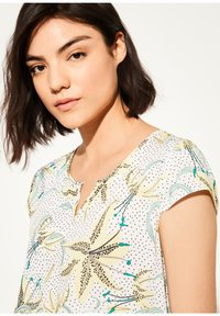 comma casual identity - KURZARM - Blouse - white flowers & dots - 3